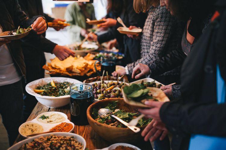 foto mensen buffet